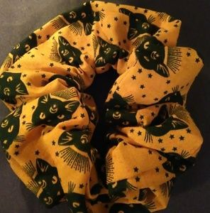 Halloween black cats scrunchie with stars